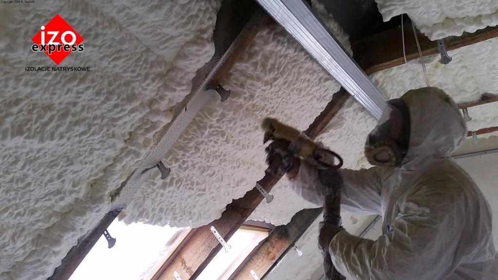 Ocielenie poddasza Bochnia PIANKA PUR na dachu