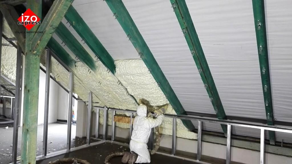 Ocieplenie poddasza Nowy Sącz PIANKA PUR na dachu
