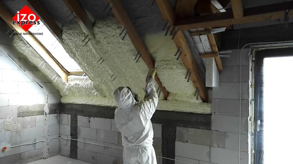 Ocieplenie poddasza Nowy Targ PIANKA PUR na dachu