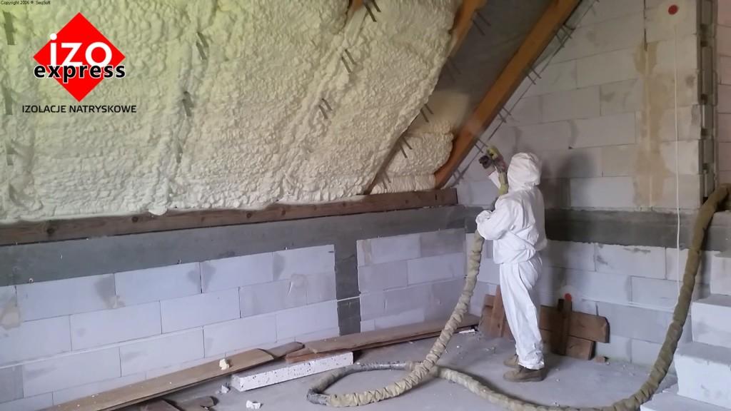 Zakopane ocieplenie poddasza PIANKA PUR na dachu