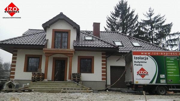 Wieliczka – ocieplenie dachu pianką