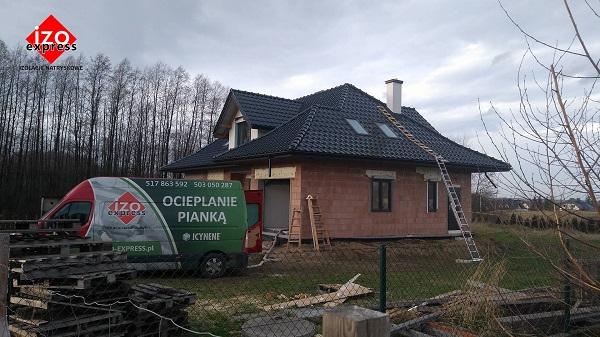 Brzesko – izolacja dachu pianką