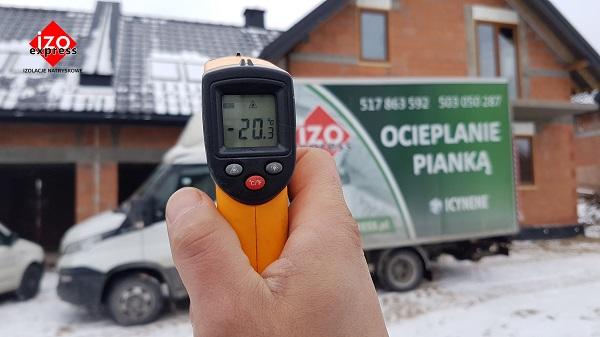 Czy ocieplanie pianką można wykonywać zimą?