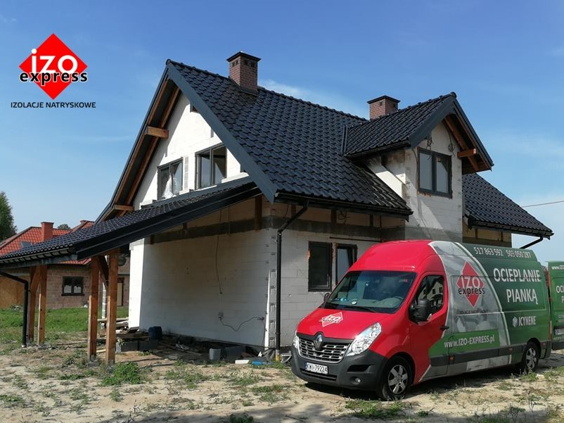 Dąbrowa Tarnowska – izolacja dachu pianką