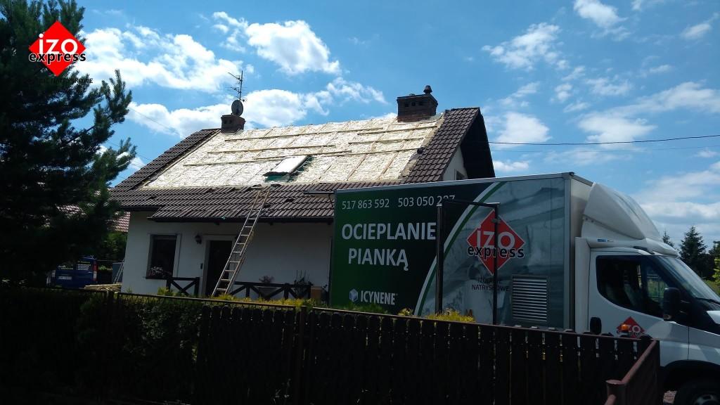 Tomice – izolacja dachu pianką